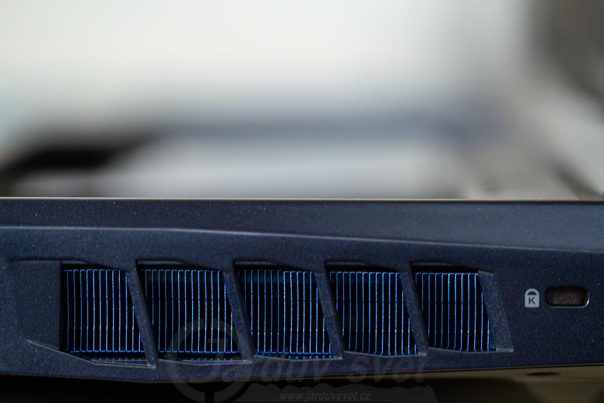 Acer Predator Helios 700 - pravý boční difuzor